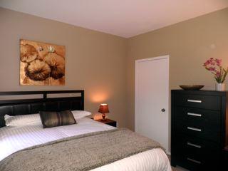 queen deluxe mattress, ceiling fan