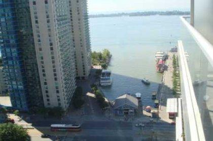 Balcony Inner Harbour Lake Views.
