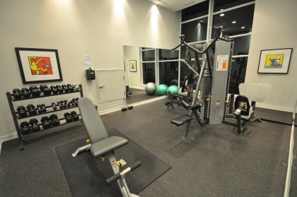11th Floor Harbour Club Amenities. Weight Room Overlooking Lake And Park Views.