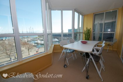Bright Wrap Around Solarium Windows Facing The Harbourfront & Lake Views With A Walk-Out Balcony.