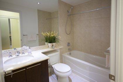 Main 4-Piece Bath With A Full Sized Mirror.