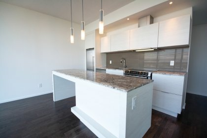 Gorgeous Designer Kitchen Cabinetry With Stainless Steel Appliances, Granite Counter Tops, Undermount Sink & A Centre Island.