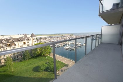 Huge Full Length Balcony Facing Park & Lake Views.