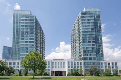 Welcome To The Park Lake Residences at 1900 / 1910 Lake Shore Boulevard West.