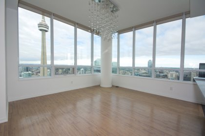 Soaring 10Ft. Ceiling With Wrap Around Windows & Hardwood Flooring Facing Stunning Unobstructed Picturesque C.N. Tower - City - Lake Views.