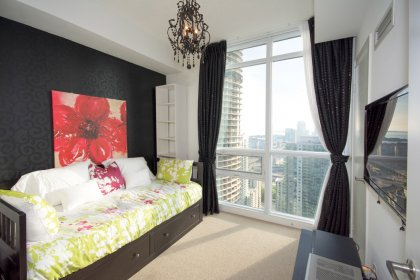 2nd Bedroom Facing Gorgeous C.N. Tower & Lake Views.