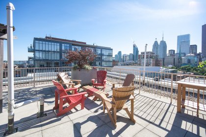 Roof Top Patio Area With A Tanning Deck, Dining, Lounge & 2-Barbecues Overlooking City & Lake Views.