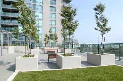 A Roof Top Garden With Outdoor Jacuzzi, Tanning Deck & Barbeques Overlooking Unobstructed Coronation Park & Lake Views.