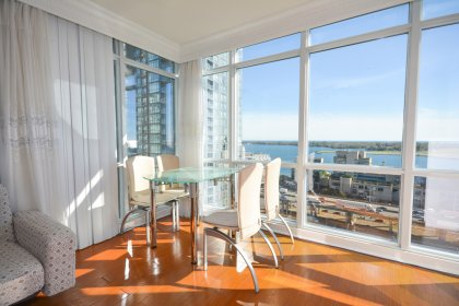 Bright Floor-To-Ceiling Wrap Around Windows With Crown Moulding & Laminate Flooring Throughout Facing Stunning Unobstructed Park & Lake Views.