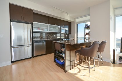Gorgeous Designer Kitchen Cabinetry With Stainless Steel Appliances, Granite Counter Tops & Backsplash With A Centre Island & Walk-Out To The Balcony.