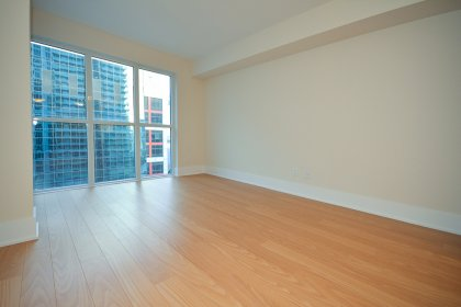 Bright Floor-To-Ceiling Windows With Smooth Ceilings, Plank Laminate Flooring Throughout & Balcony C.N. Tower and Lake Views.