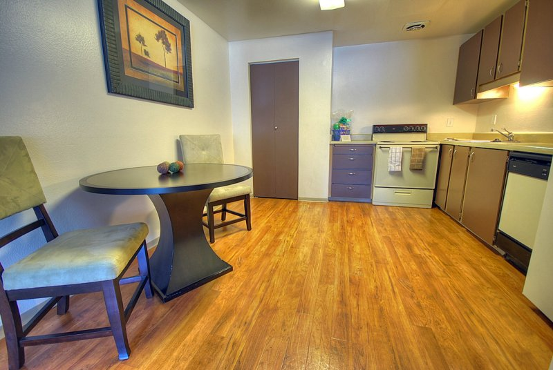 Kitchen & Dining Room With Fullsize Washer & Dryer 10x12