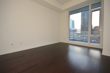 Spacious Sized Master Bedroom With A 4-Piece Ensuite, Large Closet & Laminate Flooring.