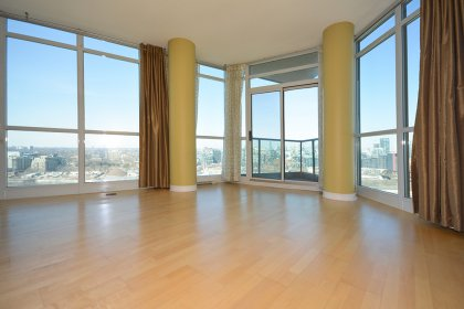 Bright Floor-To-Ceiling Wrap Around Windows With Laminate Flooring Throughout The Living Areas Facing Stunning Unobstructed City & C.N. Tower Views.