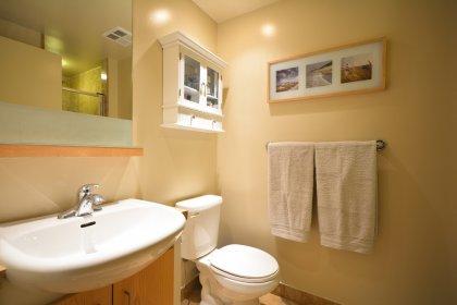 Maing Bath With A 3-Piece.