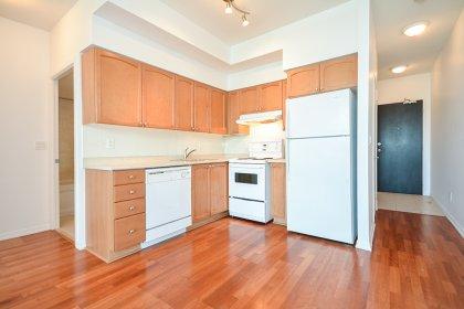 Designer Kitchen Cabinetry With Ceramic Backsplash & Laminate Flooring.