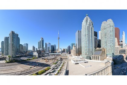 Panoramic Views Facing Stunning Unobstructed C.N. Tower & City Views.