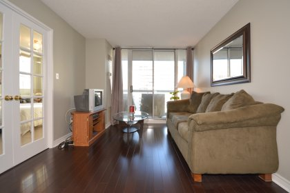 Bright Floor-To-Ceiling Windows With Designer Paint Colours & Hardwood Flooring Throughout The Living Areas.