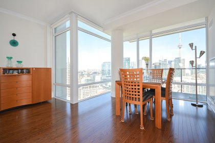 Floor-To-Ceiling Wrap Around Windows With Gleaming Hardwood Flooring & Crown Moulding Throughout With A Huge Balcony Facing C.N. Tower & Lake Views.