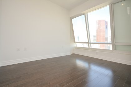 Spacious Sized Master Bedroom With Gleaming Hardwood Flooring, A 4-Piece Ensuite & Walk-In Closet.