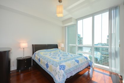 Spacious Sized Master Bedroom With A 4-Piece Ensuite, Walk-In Closet & Gleaming Hardwood Flooring Facing Lake Views.