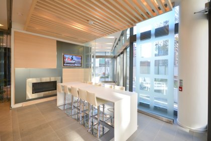 Lobby Wet Bar Lounge And Dining Area With A Private Outdoor Patio and Barbecues.