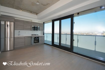 Bright 9Ft. Floor-To-Ceiling Windows With Expose Concrete & Hardwood Flooring Throughout With A Huge Balcony Facing Unobstructed North City Views.