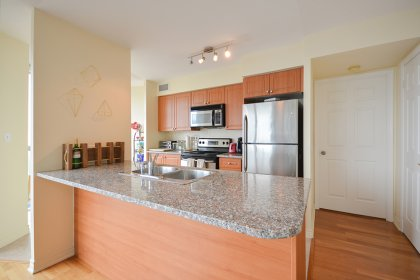 Designer Kitchen Cabinetry With Stainless Steel Appliances, Granite Counter Tops, A Breakfast Bar & An Eat-In Kitchen Area.