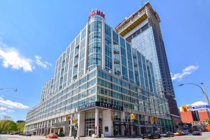 Welcome To The Boutique Soho Metropolitan Condominiums At 350 Wellington Street West.