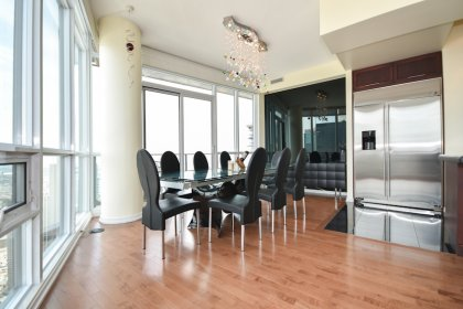 A Soaring 10' Ceiling With Bright Floor-To-Ceiling Wrap Around Windows Including Motorized Blinds & Gleaming Hardwood Flooring Facing  Stunning Views.