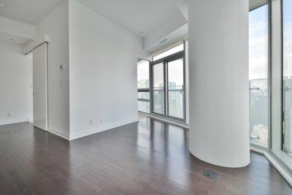 Bright 9Ft. Floor-To-Ceiling Wrap Around Windows With Hardwood Flooring & Stunning City Views.
