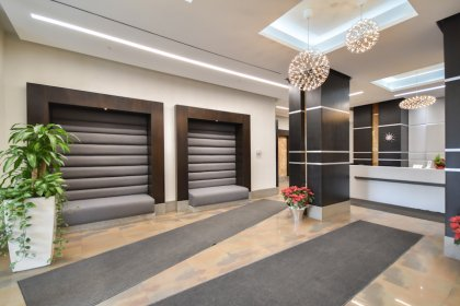 18 Yonge Street - Grand Lobby Area With 24Hr. Concierge.