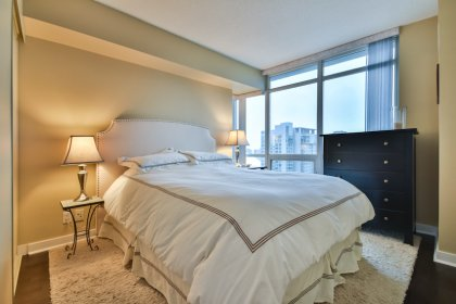 A Spacious Sized Master Bedroom With A 4-Piece Ensuite & Hardwood Flooring.