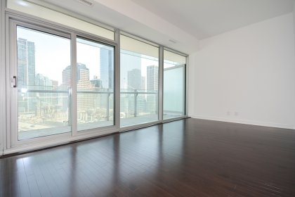 Bright 9Ft. Floor-To-Ceiling Windows With Hardwood Flooring Throughout The Living Areas.