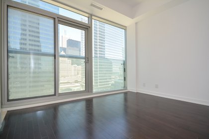 Bright 9Ft. Floor-To-Ceiling Windows With Hardwood Flooring Throughout.