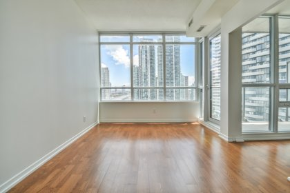 9Ft. Ceiling With Bright Windows & Hardwood Flooring Throughout.