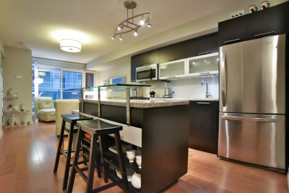Designer Kitchen Cabinetry With Stainless Steel Appliances, Granite Counter Tops, Undermount Sink & Centre Island With A Upgraded Glass Breakfast Bar.