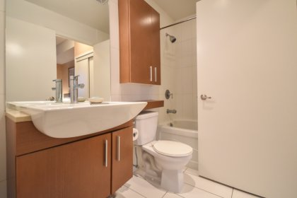 Main Bath With A 4-Piece Semi-Ensuite Into The Master Bedroom.