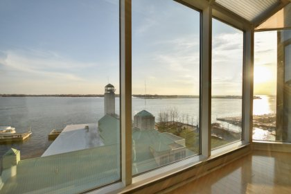 Bright Open Concept Floor-To-Ceiling Wrap Around Windows With Gleaming Hardwood Flooring Throughout Facing Stunning Unobstructed Lake Views.