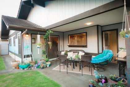 Large covered backyard, nice area to host a party.