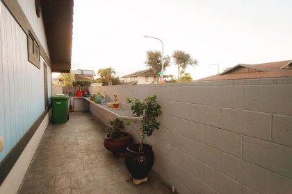 Spacious side yard with built i8n garden shelf