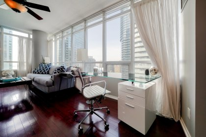 Bright Wrap Around Windows With Hardwood Flooring Throughout The Living / Dining Areas Facing South West Lake Views.
