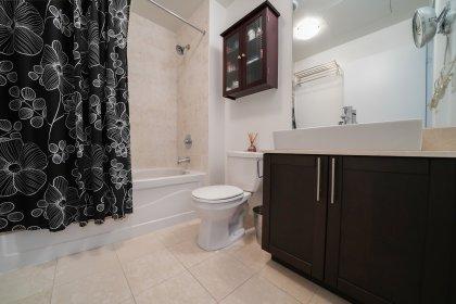 Main Bath With A 4- Piece.