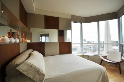 2nd Bedroom With Custom Built-Ins Overlooking The Parc & CN Tower