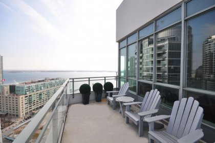 Huge Wrap-A-Round Entertaining Open Terrace Onlooking Lake & CN Tower Views