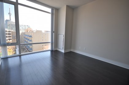 9Ft. Floor-To-Ceiling Windows With Laminate Flooring Through-Out With CN Tower & Lake Views.