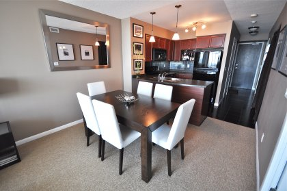 Bright & Spacious 9' Floor-To-Ceiling Windows With Open Concept Dining and Living Areas With Upgraded Berber Carpeting Throughout.