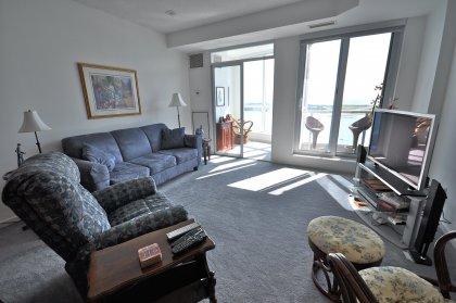 9 Ft. Floor-To-Ceiling Windows Onlooking Stunning Lake & Island Views.