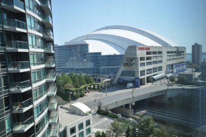 South-East View Facing The Rogers Centre & Partial Lake Views.