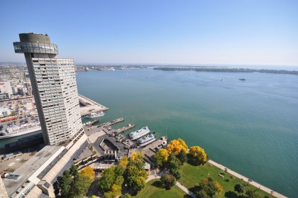 Roof Top Pool With Tanning Area Facing Spectacular Lake Views & Direct Access To The Landmark Westin Harbour Castle Hotel For Brunch, Dinner or Happy